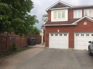 Semi Detached House for sale in Brampton !