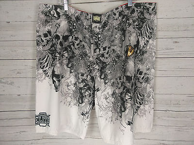 (New) Men's MMA ELITE Fighting Shorts Size 2XL White Gray Black Skulls -B302