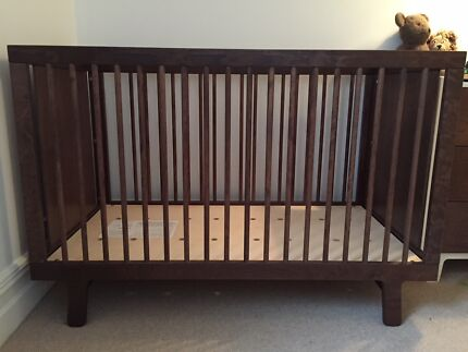 Oeuf Sparrow Cot In Walnut