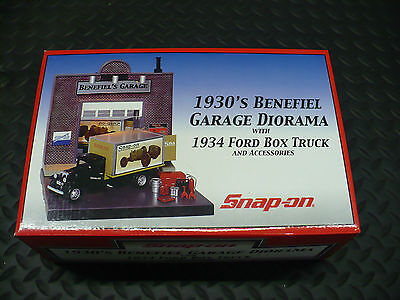 SNAP-ON DIORAMA - 1930'S BENEFIEL GARAGE - THREE LIGHTS ON BLDG - 1934 FORD NEW!