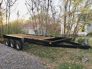 Flat deck tri-axel trailer