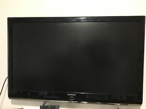 Selling 46 inch Samsung 1080p LED Tv