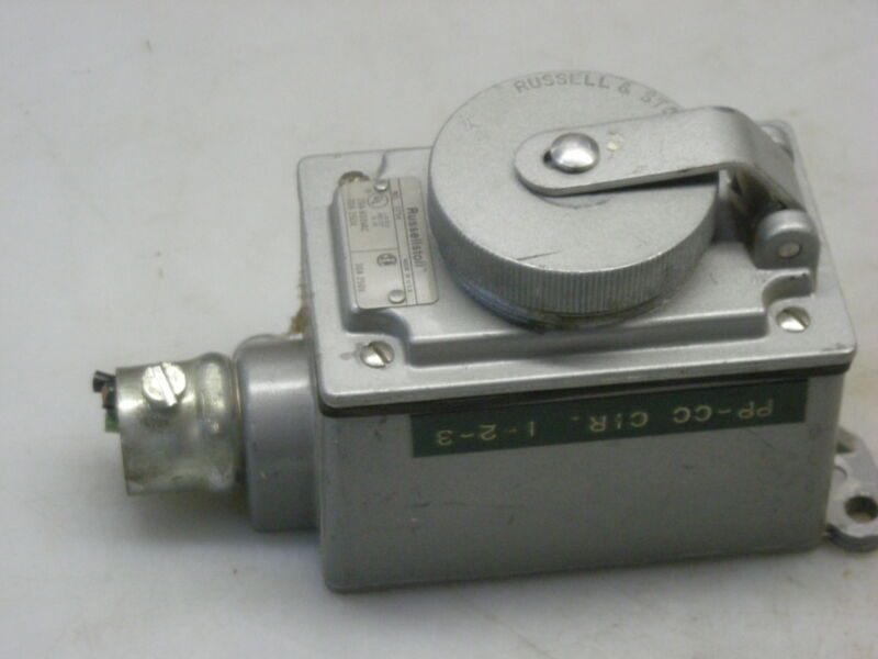 Russeollstoll 3754 Receptacle 30A 250V
