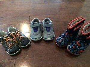 Toddler boys  shoes/boots size 6