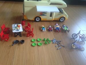Playmobile motorisé familial ou camping car.