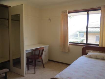 Large private single rooms - walk to Garden City shopping centre