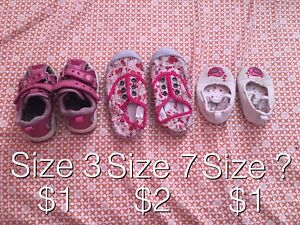 8 pairs of girl shoes / souliers fille