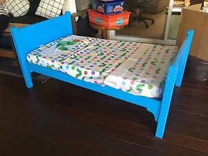 Childs Bed - handmade by a carpenter Ocean Shores Byron Area Preview