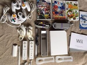 Wii Bundle - System - Controllers - Games
