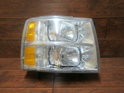 Chevrolet Silverado  /  2007 2008 2009 2010 2011 2012 2013  /  Right Headlight