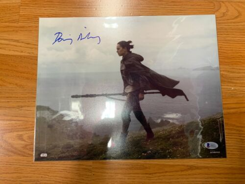 "Daisy Ridley Rey ""Star Wars"" Autographed 11x14 Photo Beckett B"