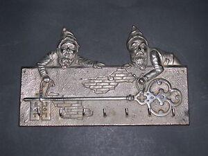 Schlüsselbord mit 2 entzückenden Zwergerln aus Eisen vernickelt- Um 1900 - <span itemprop=availableAtOrFrom>Wien, Österreich</span> - Schlüsselbord mit 2 entzückenden Zwergerln aus Eisen vernickelt- Um 1900 - Wien, Österreich