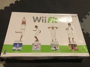 Wii Fit (balance board and video game / planche et jeu vidéo)