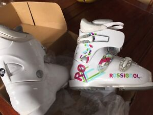 Girls ski boots size 22.5 Rossignol like-new condition