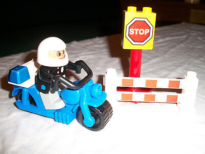 Lego / Duplo Town 2673 Police Motorcycle Set Vintage and Retired (1996) Complete