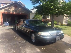 Selling 2003 Lincoln towncar stretch