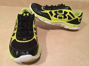 Youth Under Armour MicroG Running Shoes Size 7