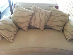 Free couch with 5 cushions Queanbeyan Queanbeyan Area Preview