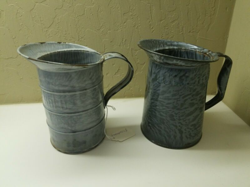 2 GRAY GRANITEWARE MEASURES