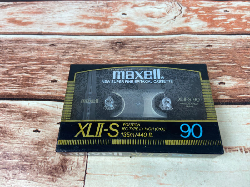 MAXELL XLII-S 90 Super Fine Epitaxial  BLANK CASSETTE TAPE- SEALED VINTAGE JAPAN