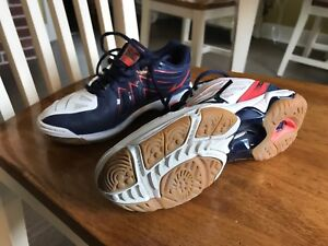Mizuno ladies Wave Hurricane 3 volleyball shoes.  Size 6.