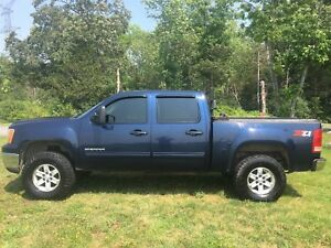 2010 GMC Sierra Z71 5.3L 6 speed give an offer see what happens