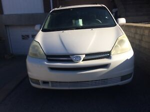 Toyota Sienna 2004 ,XLE , AWD limited , 140000kms ,