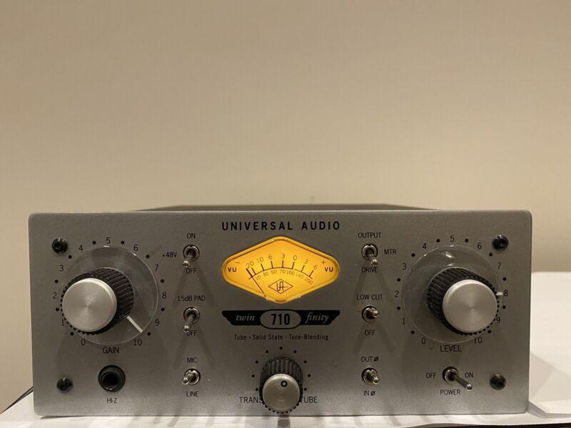 Univeral  Audio  710 Twin Finity Mic Preamp