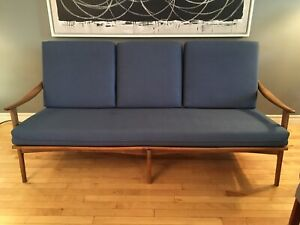 Mid century modern sofa made in Italy - good condition!