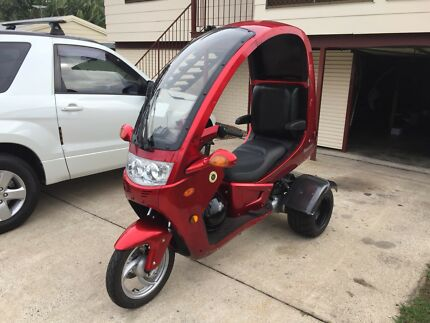 Two Manhattan 150cc trike scooters