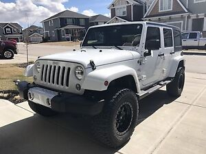 2014 Jeep Wrangler Unlimited- Loaded with low km