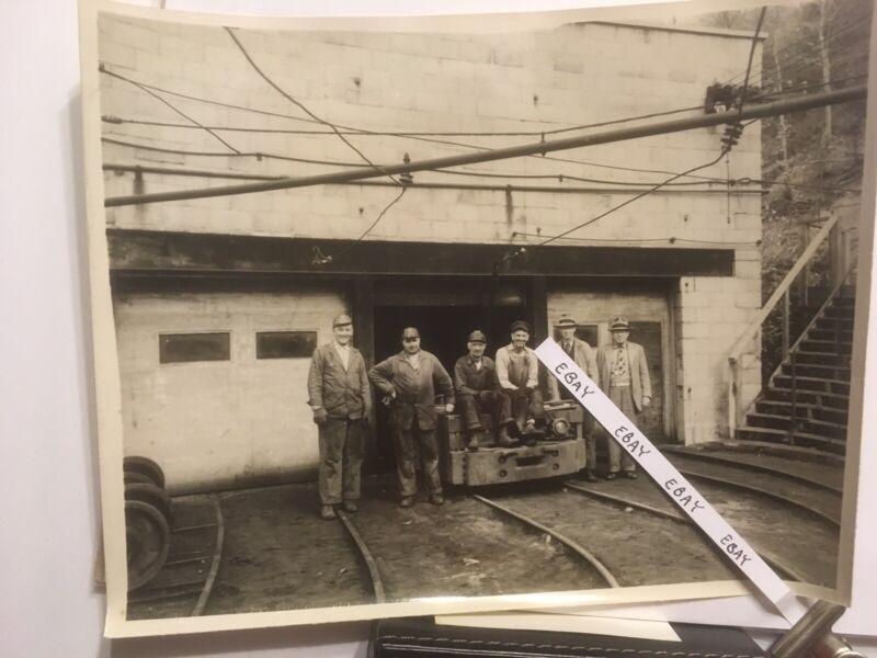 1949 Johnstown PA Imperial Coal Corp. Mine Motor Repair Shop, 6 Men + Rare Photo