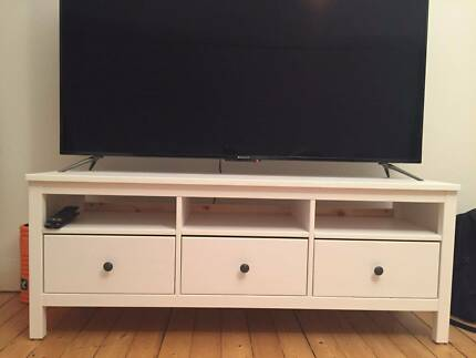 White solid wooden TV stand 148 cm x 47 cm.