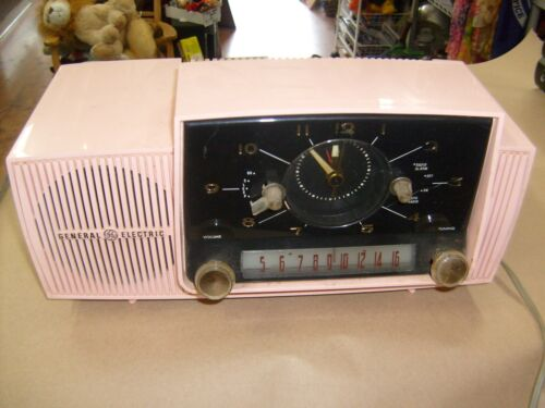 Vintage 1950s GE GENERAL ELECTRIC PINK MODERN CLOCK RADIO Alarm REPAIR HUMS