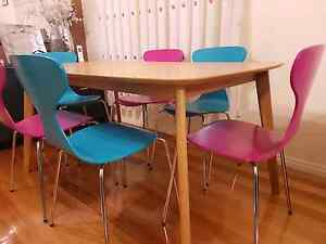 Dining table and 6 chairs Roxburgh Park Hume Area Preview