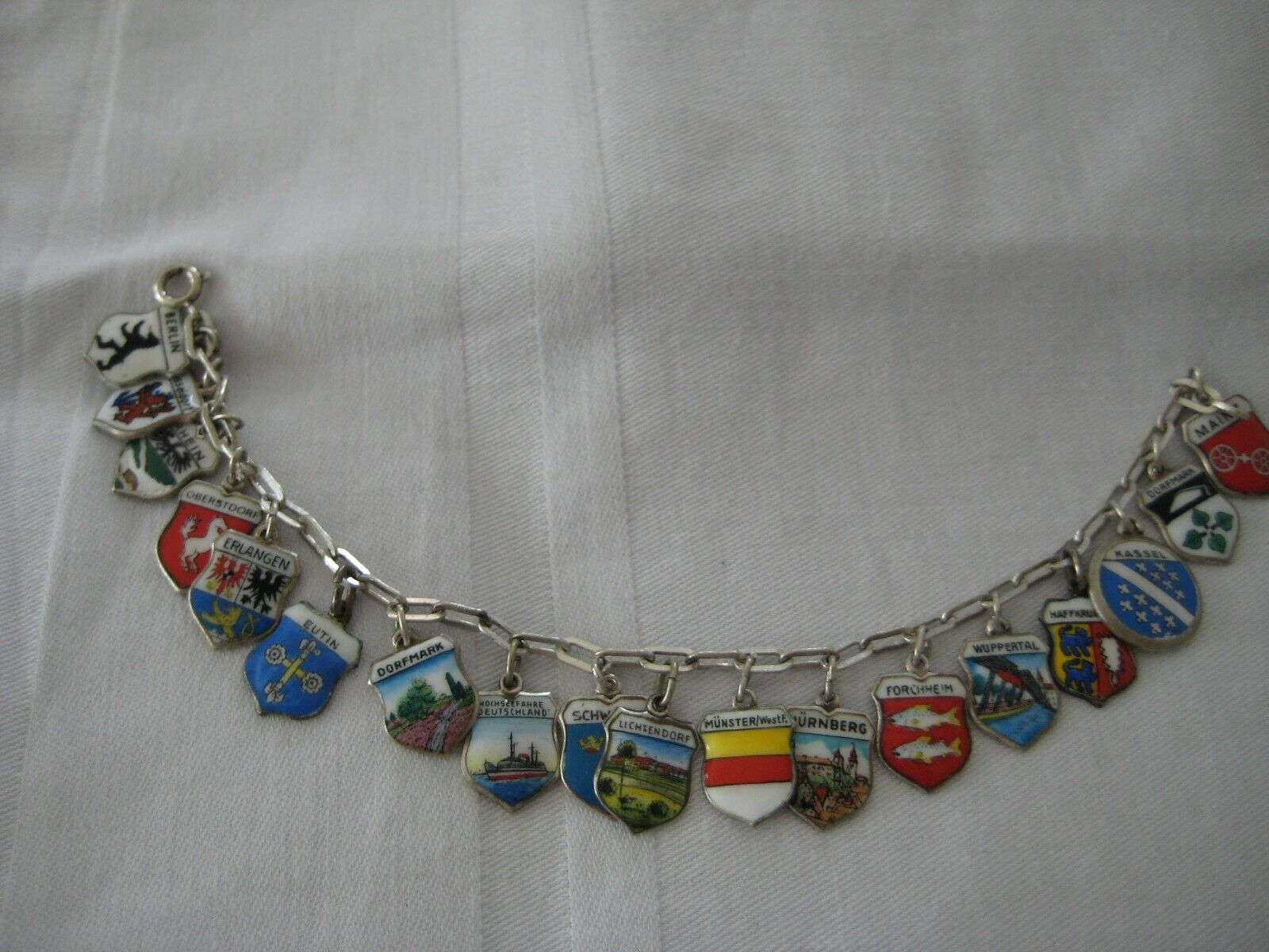 Armband 835 Silber StadtWappen alle Silber Emaille Bettelarmband 18 Charms
