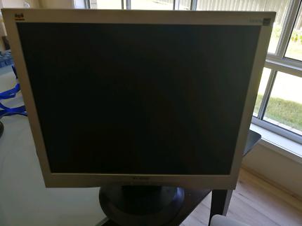 19' Computer Monitor Viewsonic VA903