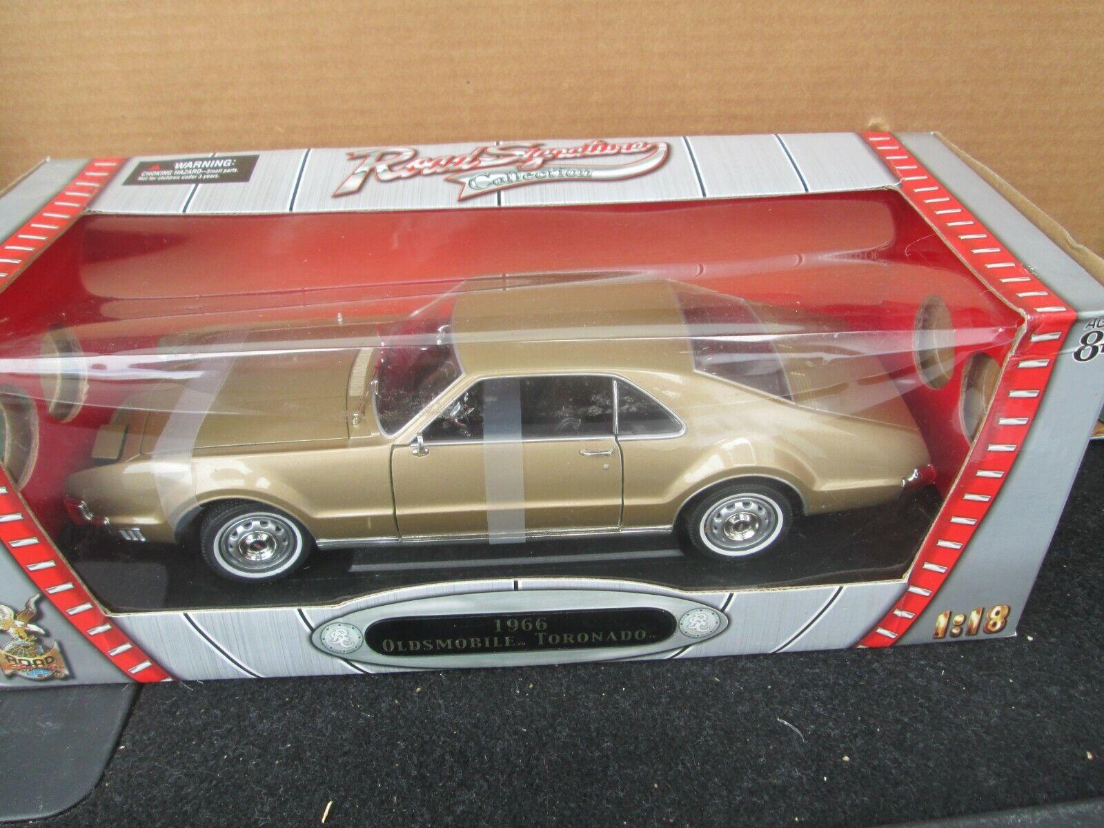 Road Signature 1966 Oldsmobile Toronado 1 18 Diecast In Box - $19.50