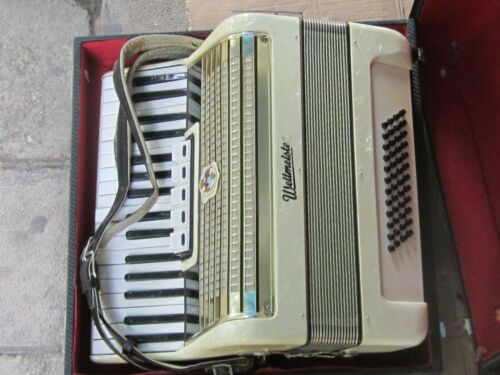 Vintage German GDR  Accordion Weltmeister  48 Bass / 5 Registers - PLAYING