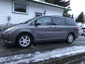 2013 Toyota Sienna LE 1 owner 95K