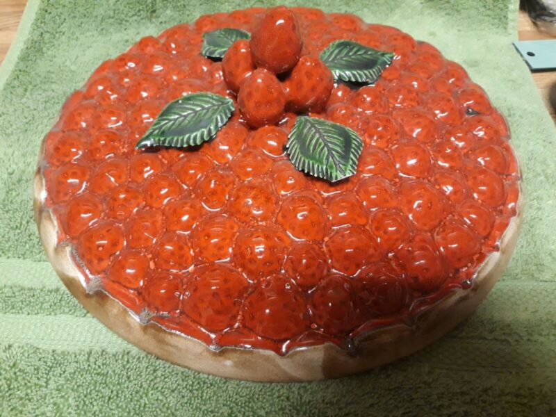 """Vtg Over and Back Portugal Ceramic Strawberry Pie Keeper Baking Dish w/Lid 11"""""""