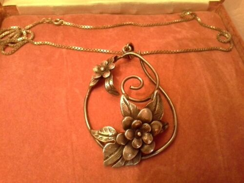 LARGE SILVER ART NOUVEAU STYLE PENDANT, FLORAL & LEAF DESIGN ON BOX CHAIN.