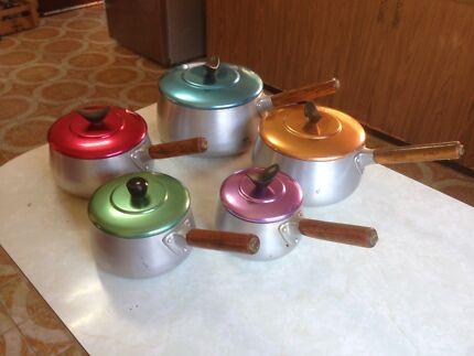 Vintage aluminium 5 piece pot set