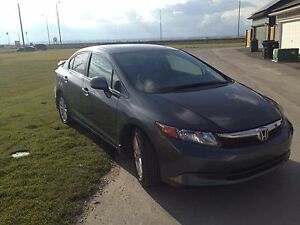 2012 fully loaded civic (sunroof) MUST SEE