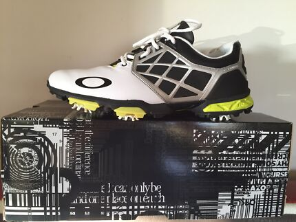 BRAND NEW MENS OAKLEY GOLF SHOES Shellharbour Shellharbour Area Preview