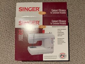 Singer Compact 132 - Sewing Machine