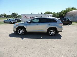 2015 Toyota Highlander XLE Local One Owner Lease Return, Leat...