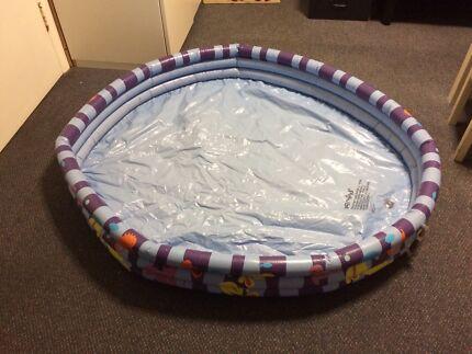 Kids swimming pool 120cm across