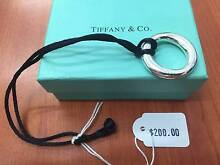 Tiffany & Co. Oval loop pendent & necklace Browns Plains Logan Area Preview