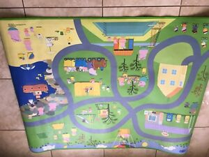 Peppa pig play mat with 2 vehicles